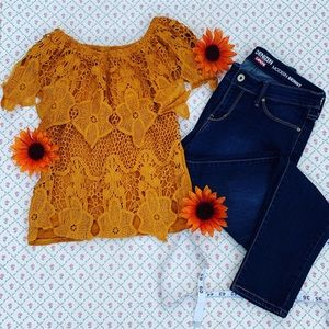 Mustard lace blouse and Levi's modern Capri